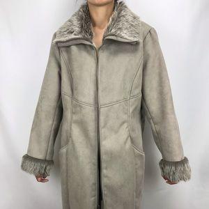 Beautiful Chico's Fur Coat 🌨☃️🔥 (faux fur)